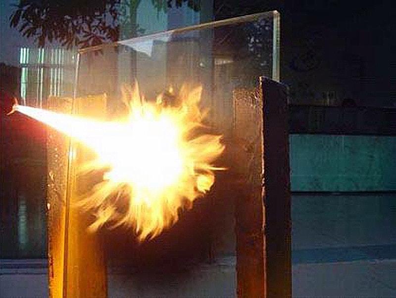 Vách kính cường lực 10mm chống cháy 90 phút